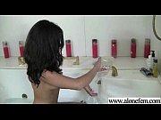 Kinky Girl Put Things In Her Holes For Pleasure vid-25