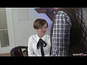 ALTER SACK MIT MEGA SCHWANZ fickt junge Bueroangestellte GERMAN TEEN OLD YOUNG