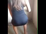 novinha dan&ccedil_ando de vestido curto