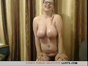 Latina aux gros seins Milf taquiner sur cam