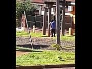 pendeja argenta no aguanta llegar hasta su casa y lo hacen en la calle