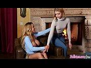 Mama Blonda Se Iubeste Cu Fiica Ei Lesbiana