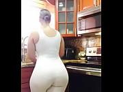 gorda gostosa na cozinha