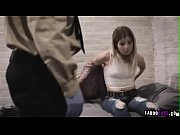 Dois policiais fodendo forte ninfeta detenta (Adriana Chechik