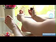 Sexy teen amateur Summer sucking her sexy toes