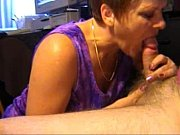 R&ouml_dh&aring_rig mogen svensk kvinna, fena p&aring_ att suga