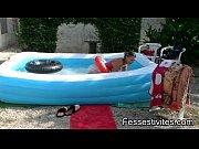 Bé_bé_ Kio à_ la piscine CLIP