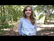Eleva De Liceu Fuge De La Scoala Sa Futa Cu Iubitu In Parc