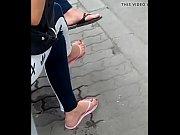 candid feet in flip-flops vid 20180626.