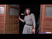 martine, une bonne maman gangbanguée dans un sous-sol.