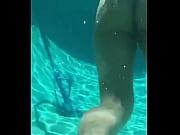 emily dias peladinha dentro da piscina