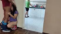 CORNUDO De Mi AMIGO Limpia La COCINA Mientras Y