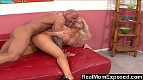 RealMomExposed – Amber Kentucky : It's Finger Lickin' Good!