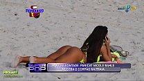 Nicole Bahls de biquini fluorescente na praia - Superpop - 2010
