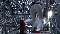 サヘル・ローズ 鉄塔の階段を上って白のピタパン...