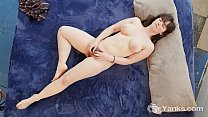 Yanks Brunette Raven Snow's Clit Flicking Action