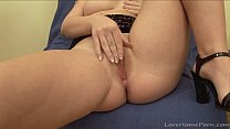 Brunette babe masturbates while waiting for her lover thumbnail