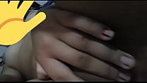 Novinha branquinha cheia de tesão manda video tocando pra negão