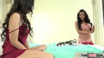 TS hottie Chanel Santini fucks a girl Vorschaubild
