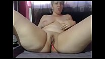 Milf with big ass shows off on cam live show