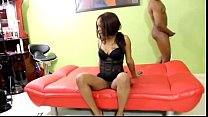 Amateur has her first Threesome In The Hood