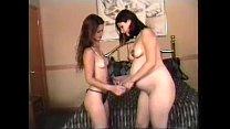 Incinta lesbo con giochino per la figa