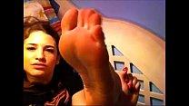Sexy teen sucks own toes - More vids @ FeetNtoez.tk Vorschaubild