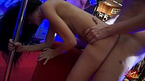 Sesso sfrenato sul palco di una fiera erotica orgasmi e squirting a volontà thumbnail