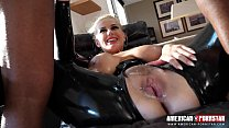 Watch Angel Wicky as she's slides up and down and gets stretched out by a Big Black Cock while covered in Latex!! صورة