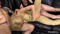 Hot blonde gangbanged in her living room Vorschaubild