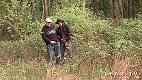 Image: Cochonne francaise defoncee dans 1 gangbang avec Papy Voyeur en pleine nature