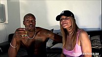 Picking up a hot milf housewife in the park صورة