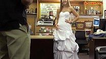 Задрал свадебное платье и выеб