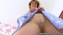 UK Gilf Clare Fucks Her Pantyhosed Pussy With A