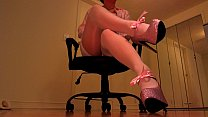 Erotic hypnotist trancing slaves with pink heels preview image