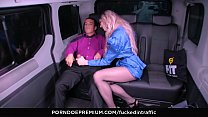 FUCKED IN TRAFFIC - British babe Carly Rae gets banged by taxi driver in the car Vorschaubild