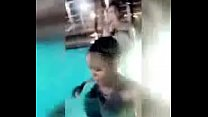 wanafunzi wa chuo wakiogelea thumbnail