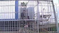 Geiler schlanker Teeny von Fremden auf Baustele gefickt Vorschaubild