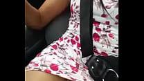 Mostrando a Bucetinha no Carro video