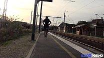 La belle Kimberley revient pour essayer la double pénétration [Full Video] Image
