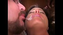 Corninho beijando a esposinha cheia de porra.