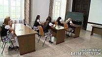 follando con sus alumnas en este salon de clase
