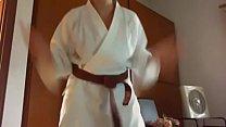 13953 Raccolta video estremamente fetish di karate, pugni e calci per questa mamma sudata che vuole imparare 1 arte marziale preview