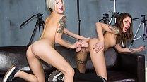 LAS FOLLADORAS - Tattooed babes Mey Madness and Alexa Nasha have trio sex on set