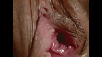 fingering mature cunt-view into the inside close-up