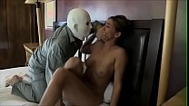 Порно трахает связанного парня