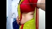 Desi bhabhi hot side boobs and tummy view in blouse for boyfriend 22 sec thumbnail