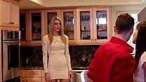 Pussyวัยรุ่นสาวโดนแฟนหนุ่มชวนมาบ้านแล้วดูดปากกับเธอก่อนเย็ดคาห้องครัว