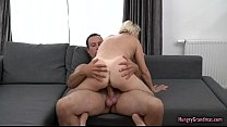 Sexy granny loves a big cock in her pussy's Thumb