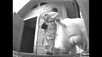 Bride pissing outdoor Preview